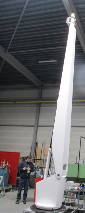 MY Senses with a Hydromar deck crane including light mast function (5)