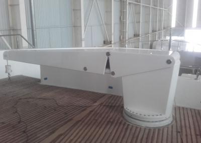 hydraulic deck crane on M/Y Razan